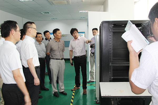 邳州市领导参观实验室